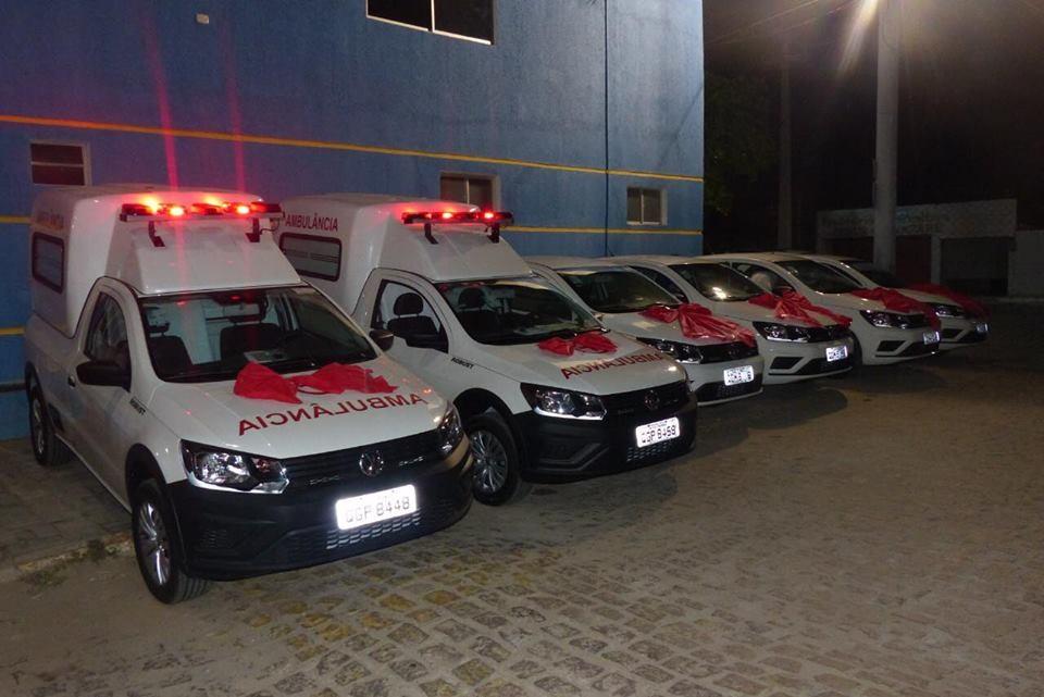 Entrega de 4 carros tipo Gol e 2 ambulâncias para a Secretaria Municipal de Saúde - Prefeitura de Baia Formosa